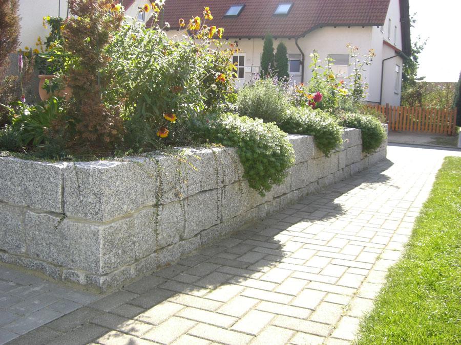 garten und landschaftsbau l ssig natursteinmauern. Black Bedroom Furniture Sets. Home Design Ideas